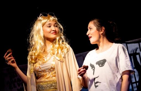 GRACELAND mit Helen Khorrami & Lily Grabill - 2